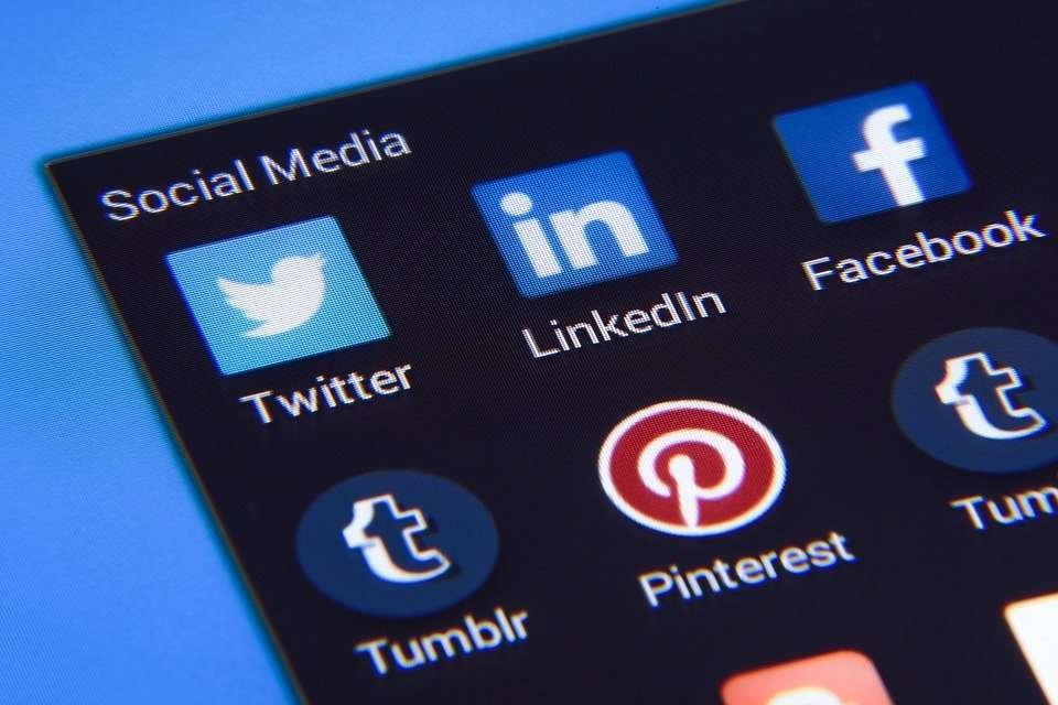 Read more about the article LinkedIn Profile Pictures: Why They Are a Must-Have and How to Pick the Perfect One